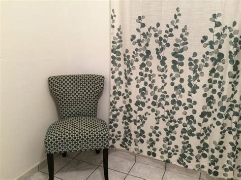 cynthia rowley accent chair and tahari home curtains