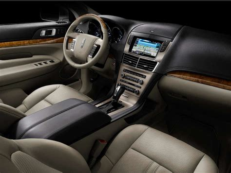 Lincoln-mkt-2010-crossover-interior-img_7