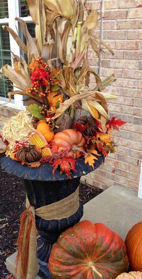 outdoor thanksgiving decorations 25 simple outdoor thanksgiving decorations shelterness
