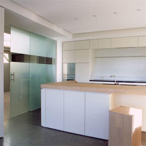 porte de cuisine en verre portes coulissantes en verre sur mesure anyway doors