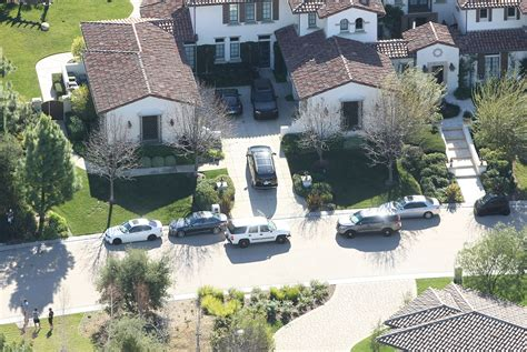maison de justin bieber so this happened justin bieber raided for eggs ciara is obsev