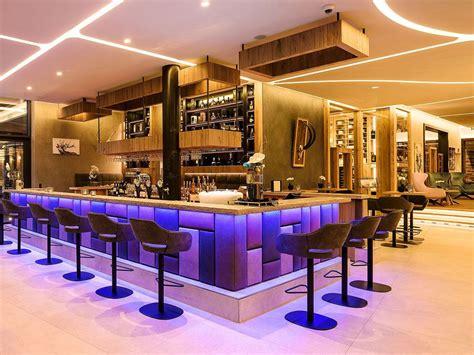 HOTELBAR BELEUCHTUNG GOLF LODGE ANDREUS Die Hotelzimmer