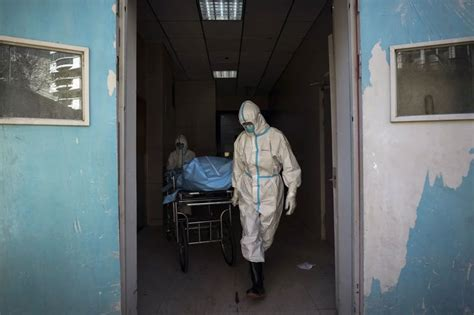 Suy thận giai đoạn cuối đã chạy thận nhiều năm, tăng huyết áp, suy tim. Tin tức dịch CoVid-19 ngày 18/2: Thêm 93 người chết vì Covid-19 ở Hồ Bắc - VietNamNet