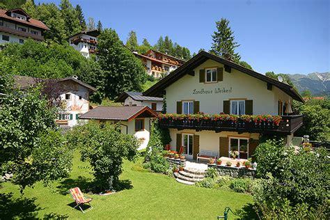 Haus Und Garten Ferienwohnungen Landhaus Weikert In Mittenwald Oberbayern Haus Und Garten Komfortabel