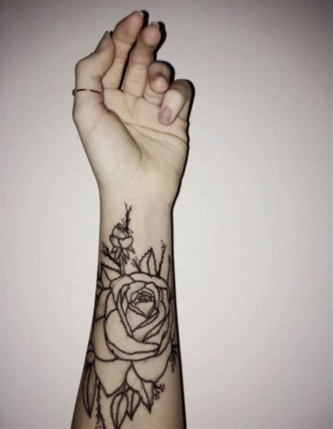 tatouage avant bras femme mandala rose