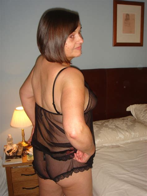 Sexy Mature Wife Looking For A Bi Fem For Fun 12 Pics