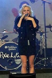 Pixie Lott Photos Photos - Pixie Lott Plays the Poppy ...