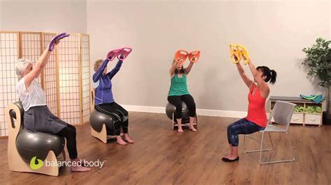 ginnastica per interno braccia smartbells 174 esercizi per le braccia da seduti