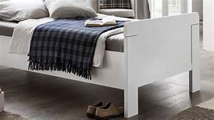 Bettgestell 90x200 Weiß : bett nadja bettgestell einzelbett f r schlafzimmer in wei 90x200 ~ Frokenaadalensverden.com Haus und Dekorationen