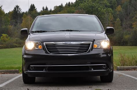 2011 Chrysler Town And Country by 2011 Chrysler Town And Country Photo Gallery Autoblog
