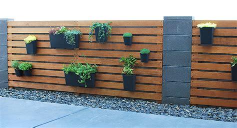 remodelaholic diy wood slat garden wall  planters