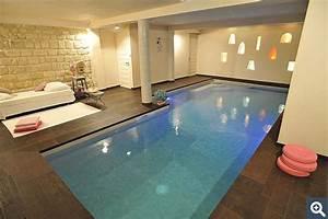 emejing amenagement piscine interieure ideas joshkrajcik With amenagement d une piscine 5 constructeur de piscine interieure dans les hauts de france