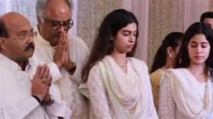 SEE: Boney Kapoor, Janhvi and Khushi hold Sridevi's prayer ...