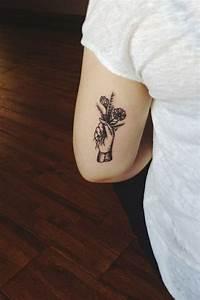 Tattoos Die Sich Ergänzen : 100 herrliche blumen tattoo entw rfe f r ihre eigene inspiration tattoos zenideen ~ Frokenaadalensverden.com Haus und Dekorationen