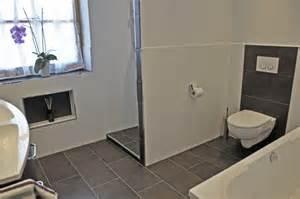 wohnideen korridor tapete bad beige fliesen mit bordre moderne inspiration innenarchitektur und möbel