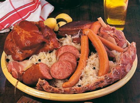 cuisiner choucroute cuite comment préparer la choucroute garnie alsacienne recette