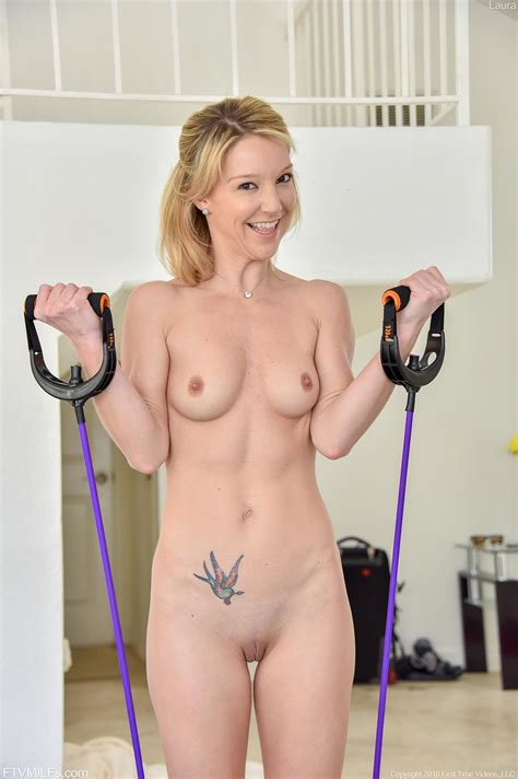 Blonde Girl Laura Likes To Work Out In The Nude Coed Cherry
