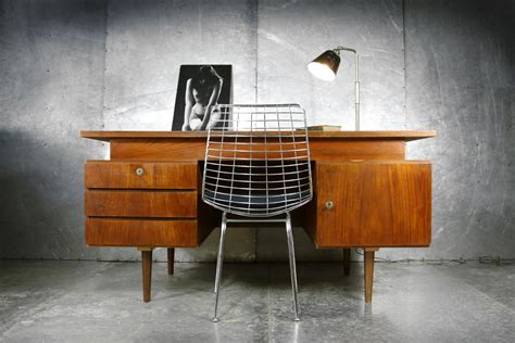 bureau design vintage vintage design teakhouten strak groot bureau jaren 60