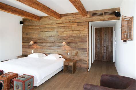 parquet chambre chambre de villa à grimaud habillage mural en chêne