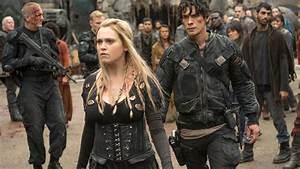 THE 100 Season 4: Eliza Taylor Dives Deep into Clarke ...