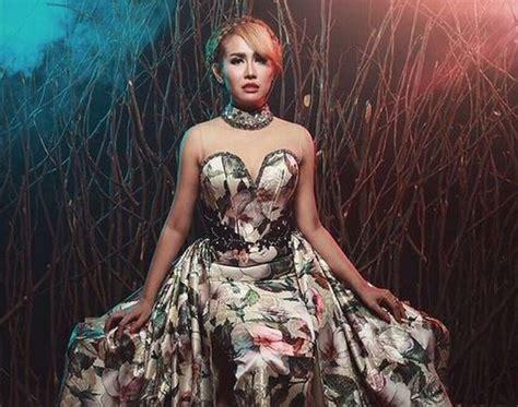 Foto Bareng Zack Lee Berbuntut Panjang Ratu Meta Enggak