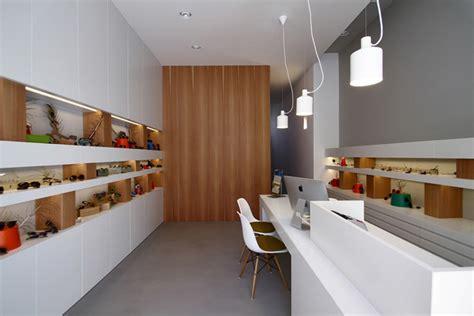 уникальный и современный дизайн интерьера магазина оптики