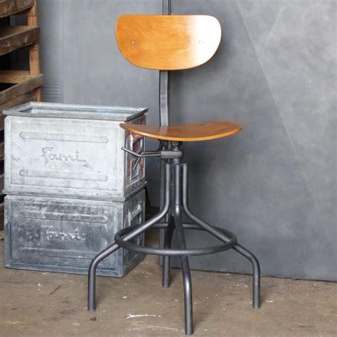chaise bois metal superbe chaise d 39 atelier pivotante en métal et bois