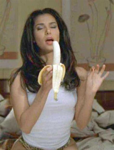 Banana Boat Girl by Girls And Bananas Klyker