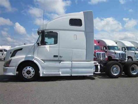 Volvo 670 2009 Sleeper Semi Trucks