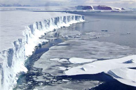 Draud sabrukt Antarktīdas ledus šelfs - Pasaulē - nra.lv