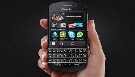 blackberry q10 gets whatsapp support skype support coming in a few days