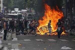 Pro-Palestine demonstrators protest outside Israel's ...