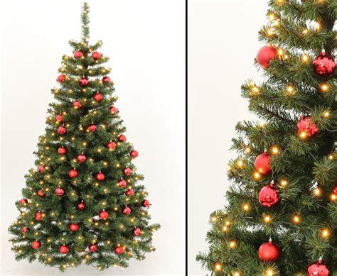 Geschmückte Weihnachtsbäume Christbaum Dekorieren by Geschm 252 Ckte Weihnachtsb 228 Ume 210cm Mit Rot Farbigen Kugeln