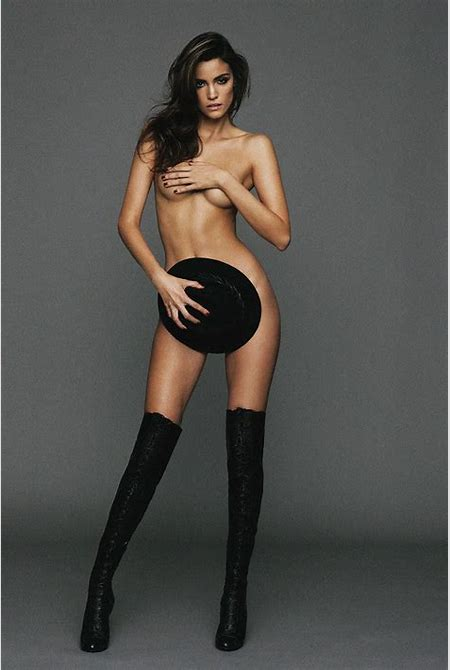 Sofia Resing Was Almost Bare - GCeleb
