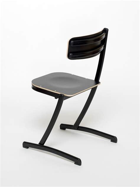 chaise d ecole 17 meilleures images à propos de chaise d 39 école 3 4 5 sur lieux bureaux et innovation