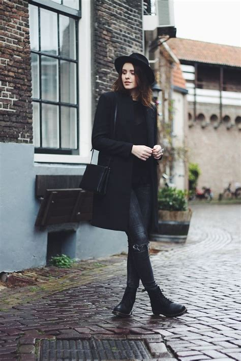 25+ best ideas about Dr martens outfit on Pinterest   Dr martens style Doc martens outfit and ...