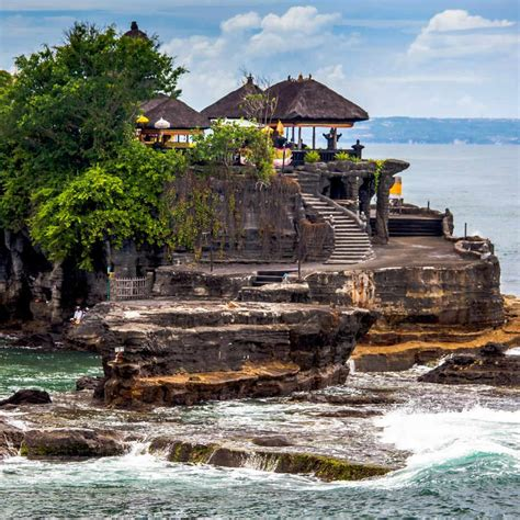 tanah lot aims  attract  million tourists