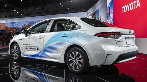 toyota corolla hybrid sedan fuel economy announced