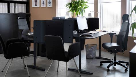 bureau pour deux un bureau minuscule pour deux personnes