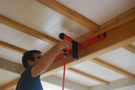pose de lambris au plafond de conception de maison
