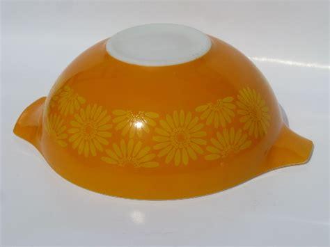 daisy pattern retro vintage orange yellow pyrex glass