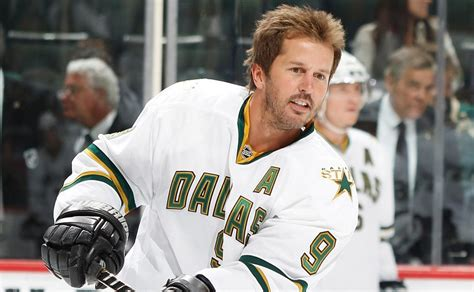 #ThrowBackThursday: Modano gets dropped from a stretcher ...