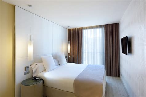 modern spacious rooms  barcelona  grums hotel spa
