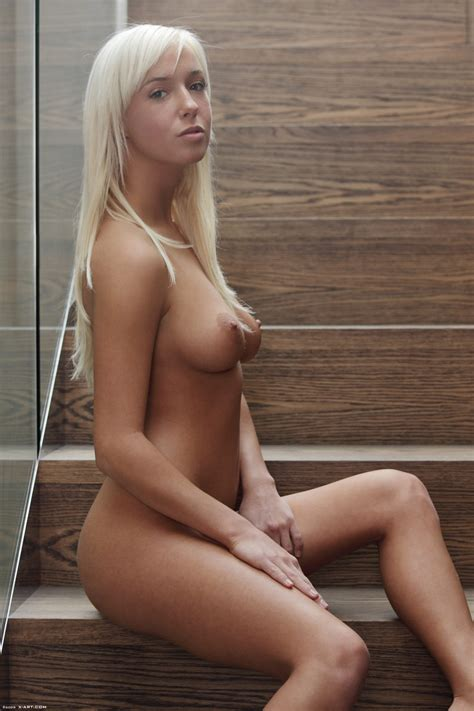 Hot Naked Blonde With Perky Tits And A Great Ass Shows Off