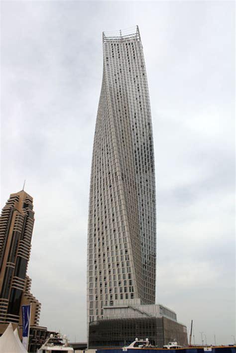 som hochhaus cayan tower infinity tower dubai floornature