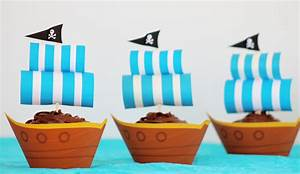Pirate ship party cupcakes with free printables growing for Pirate ship sails template