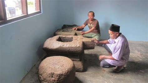 benda cagar budaya peninggalan abad   dipakai warga