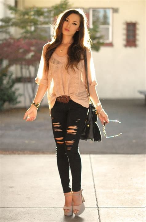 45 Provocative Ripped Jeans Outfits for Girls