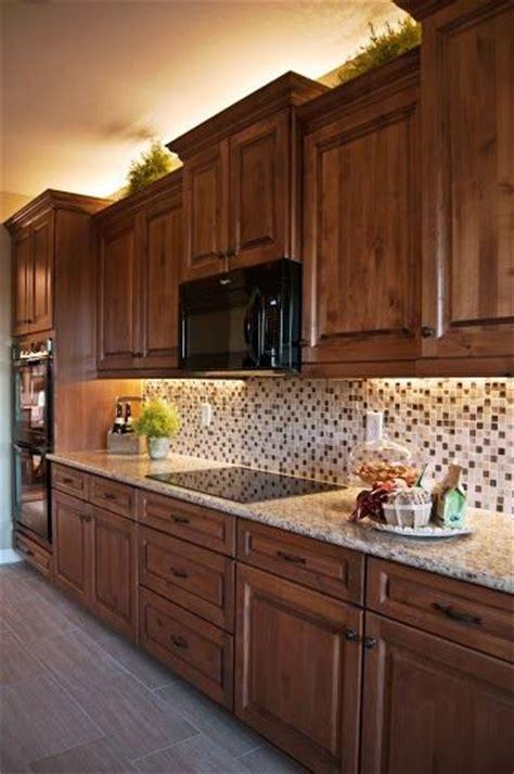 Cocina de madera de roble, práctica y bonita.   Cocinas