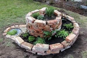 Feuerfeste Steine Für Grill : eine feuerstelle kann aus beton metall oder steinen gebaut werden sitzgelegenheiten um die ~ Whattoseeinmadrid.com Haus und Dekorationen